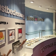 Eisspender und Toppings-Bar
